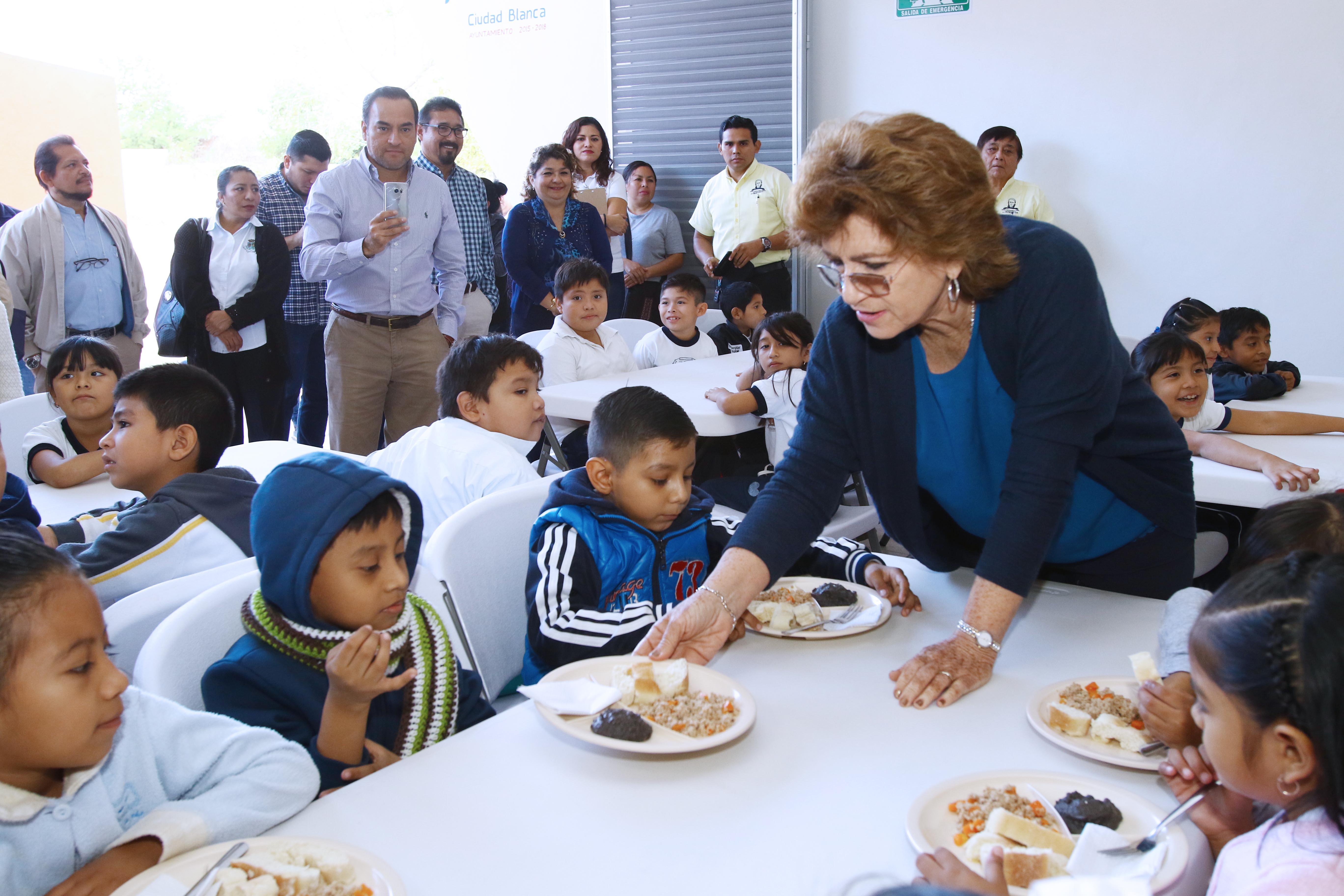 Más comedores escolares en colonias y comisarías