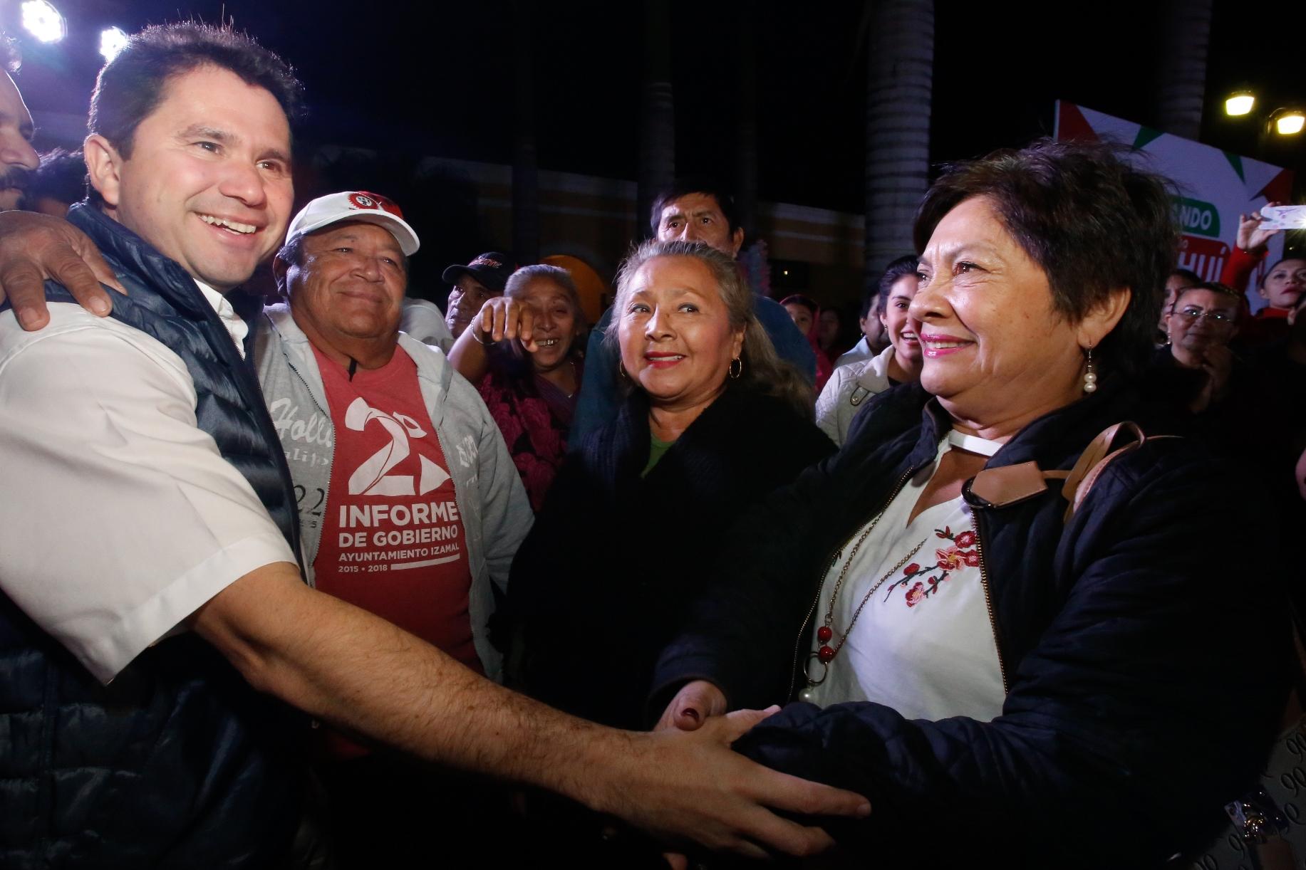 Mauricio Sahuí en encuentro con militantes priístas de Izamal