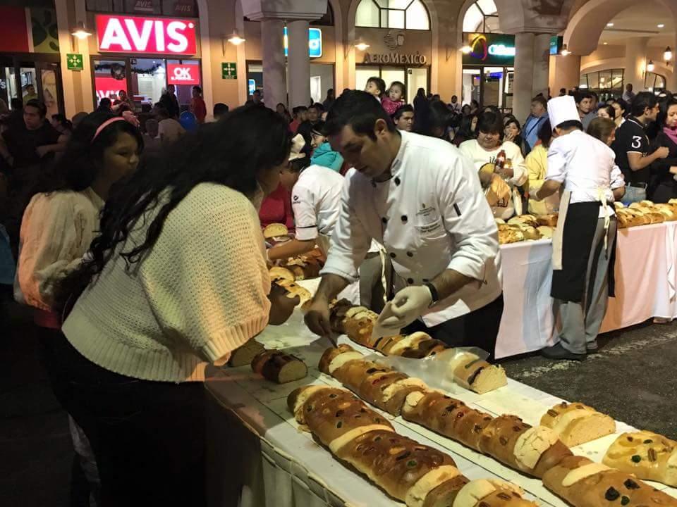 'Enfría' clima Rosca de Reyes más grande del sureste