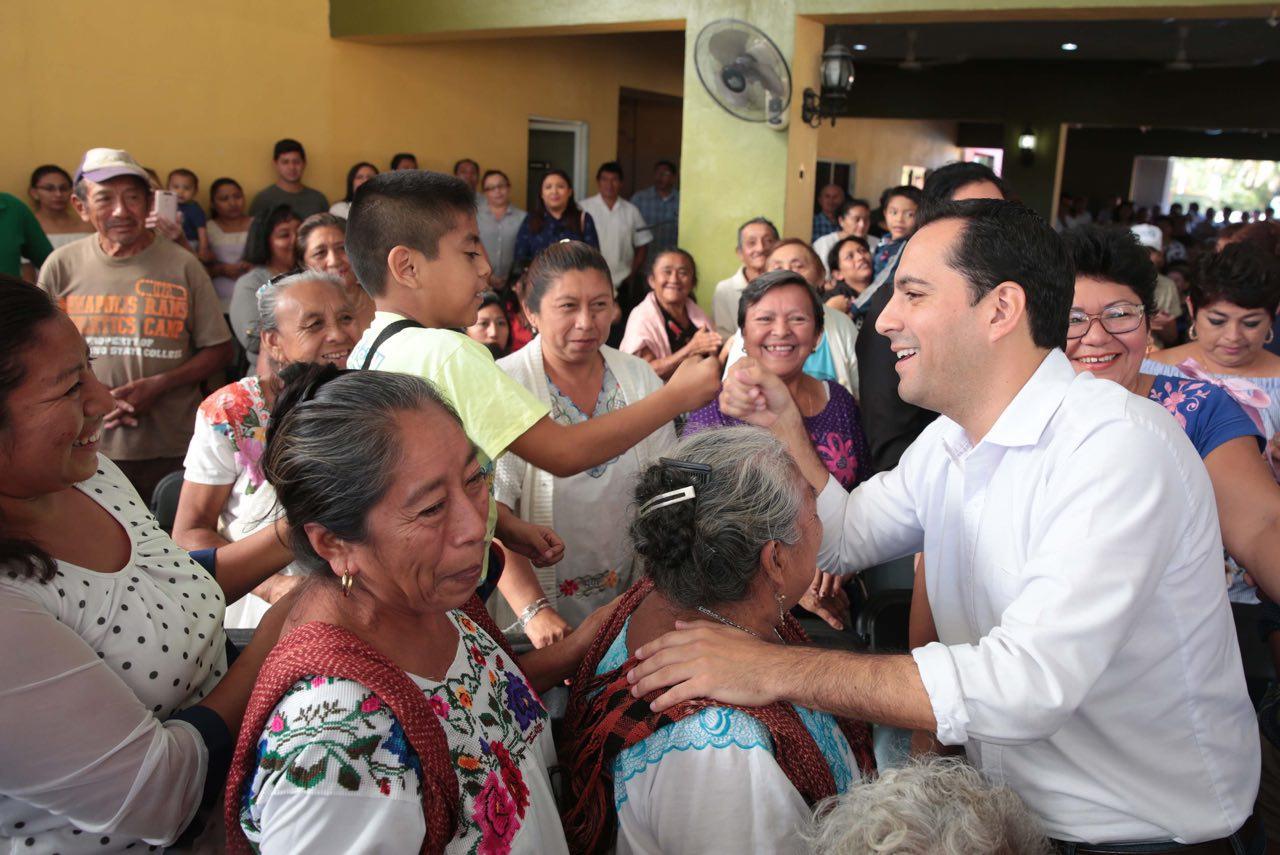 """Mauricio Vila ofrece """"mucho más"""" a familias yucatecas"""