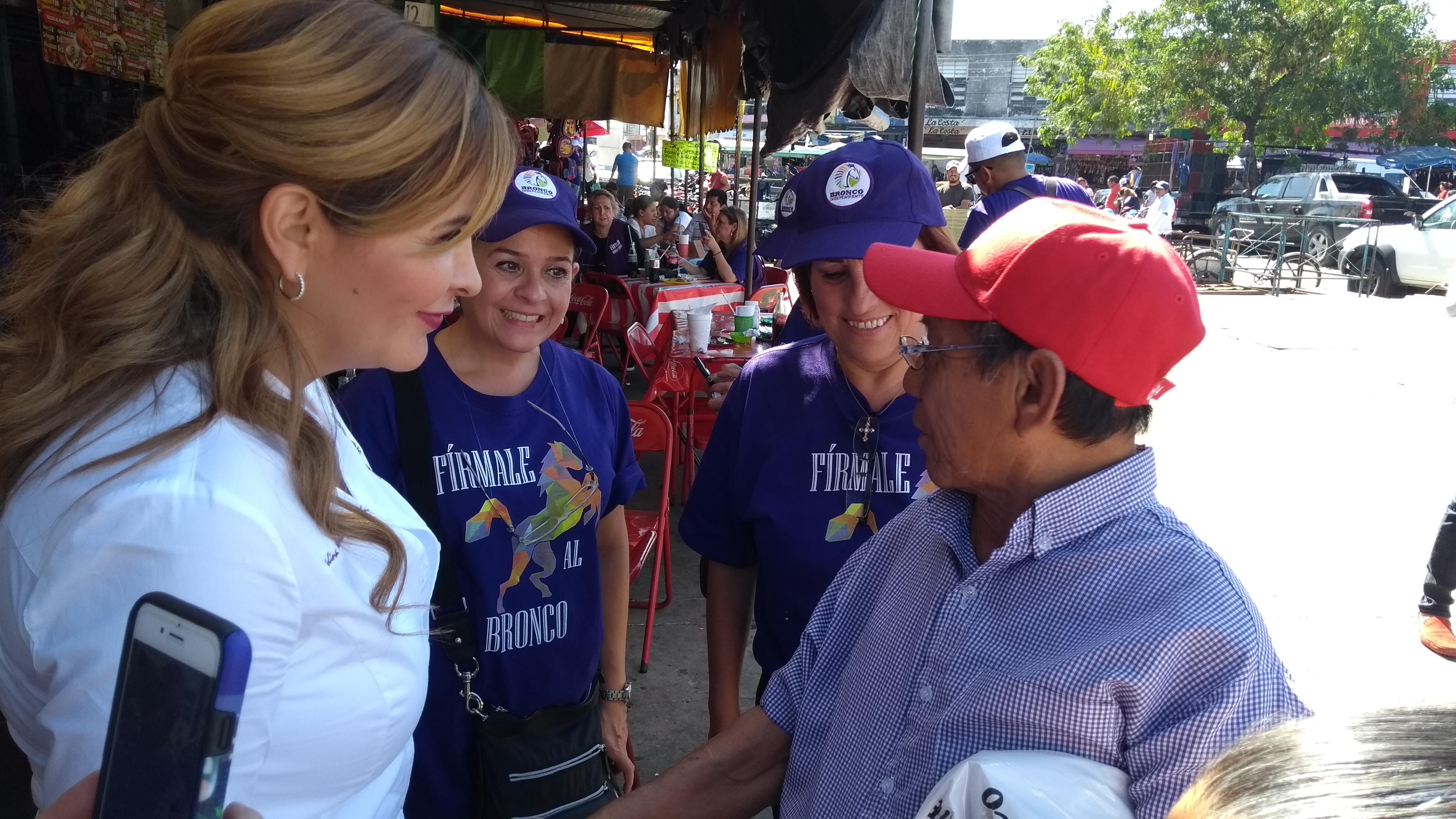 """Rechaza esposa de El Bronco ser """"Primera Dama"""""""