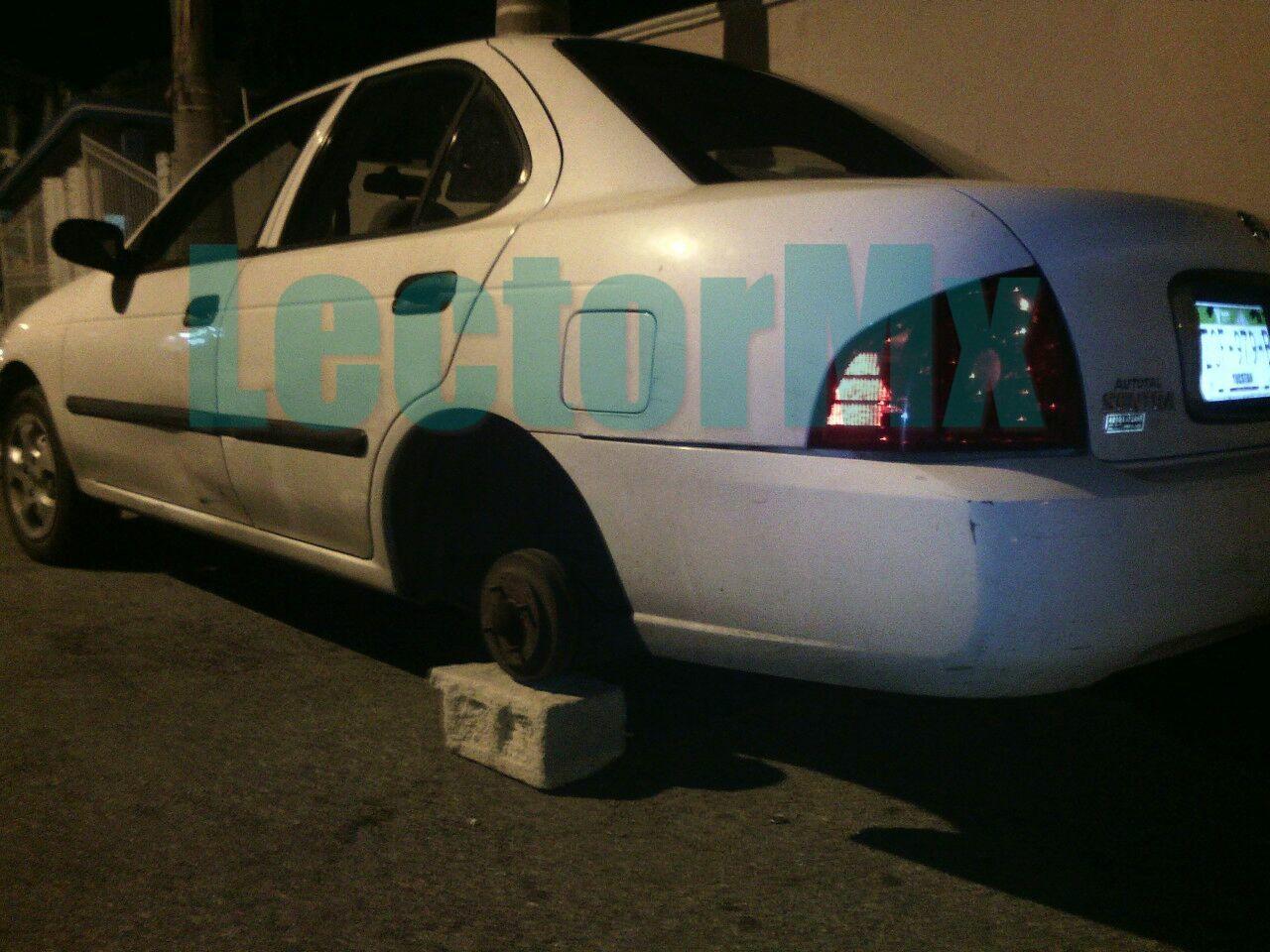 Se extiende robo de llantas en autos en vía pública