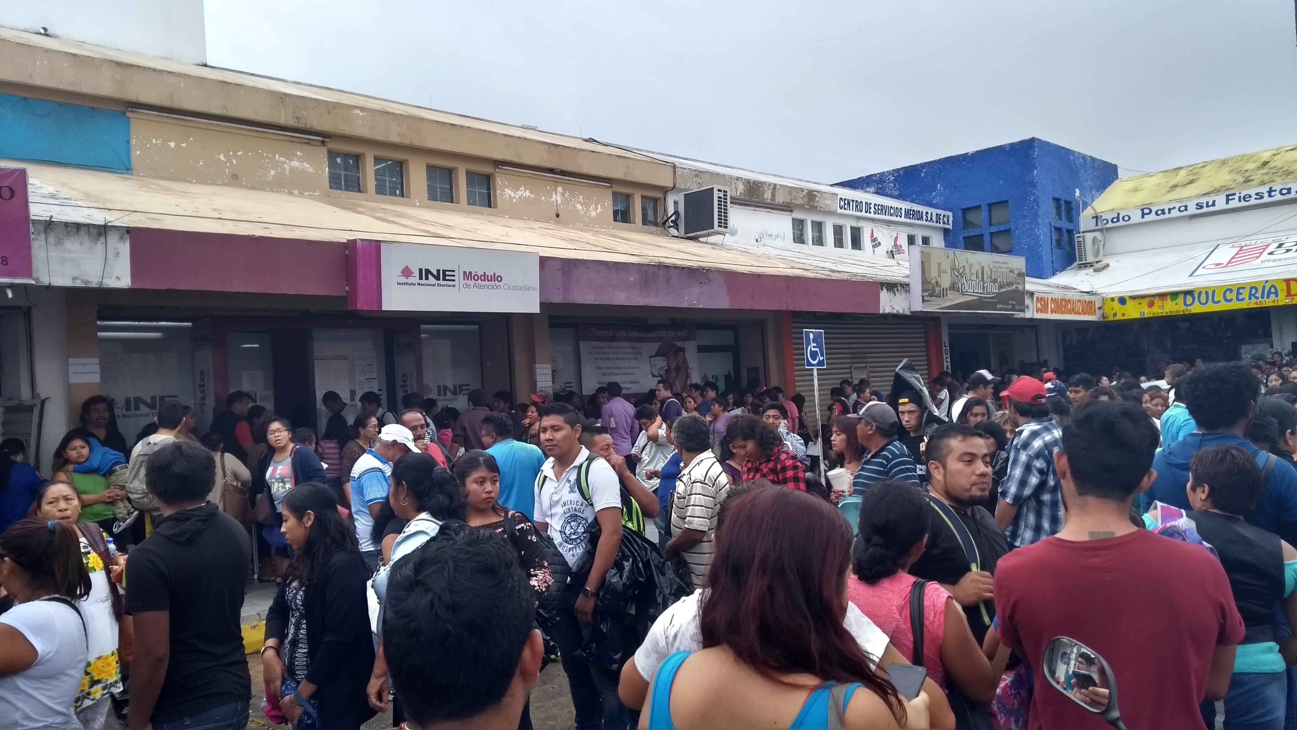 Saturados, módulos de credencial electoral hasta 1,500 solicitudes al día