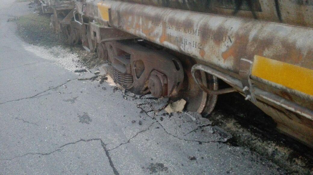 Por efecto de lluvias: Descarrila vagón de carga en Mérida