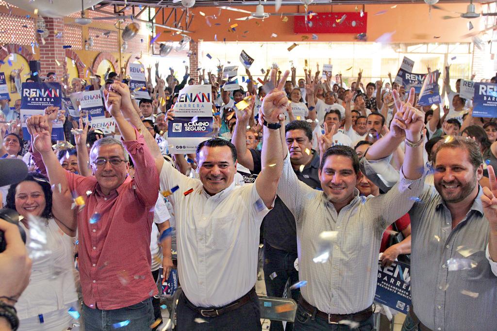 Tiene Renán Barrera encuentro con militantes del PAN en distritos II y III de Mérida