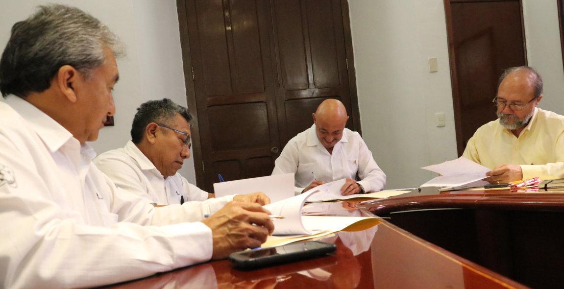 Académicos de UADY firman contrato colectivo de dos años