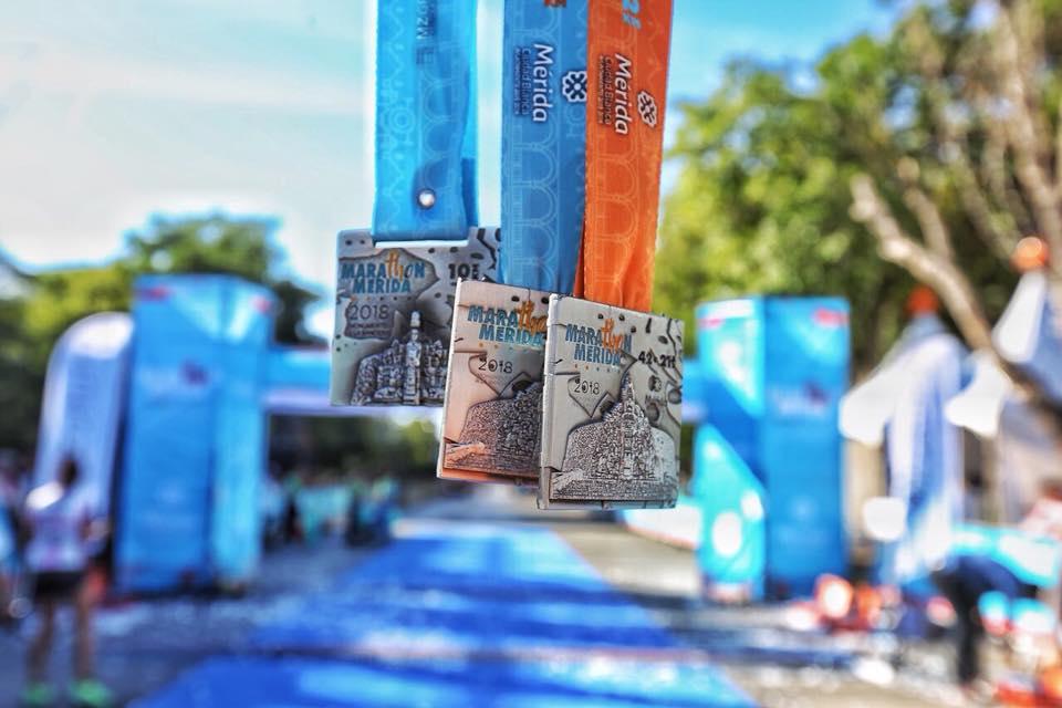 Las medallas del Marathón de Mérida 2018 (fotos de AsDeporte)