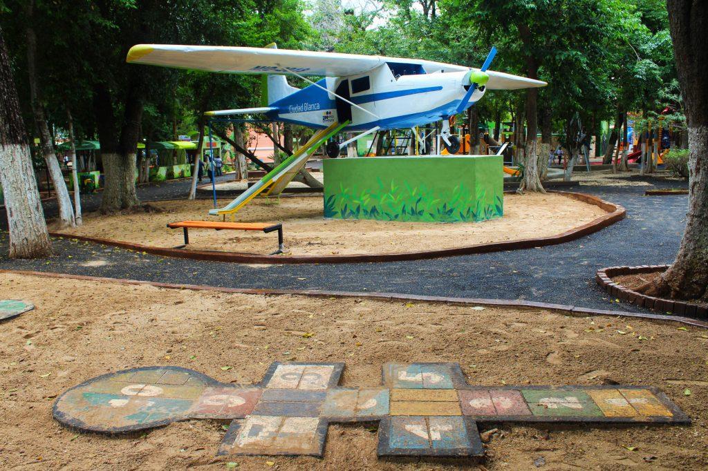 dos avioncitos en zoologico del centenario mérida parque 2018