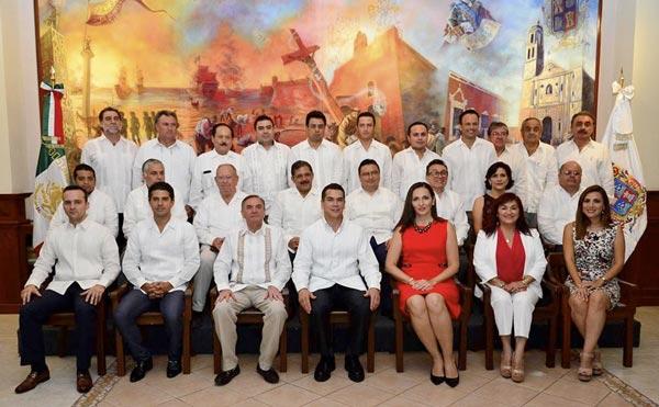 Inicia desbandada en gabinete estatal de Campeche