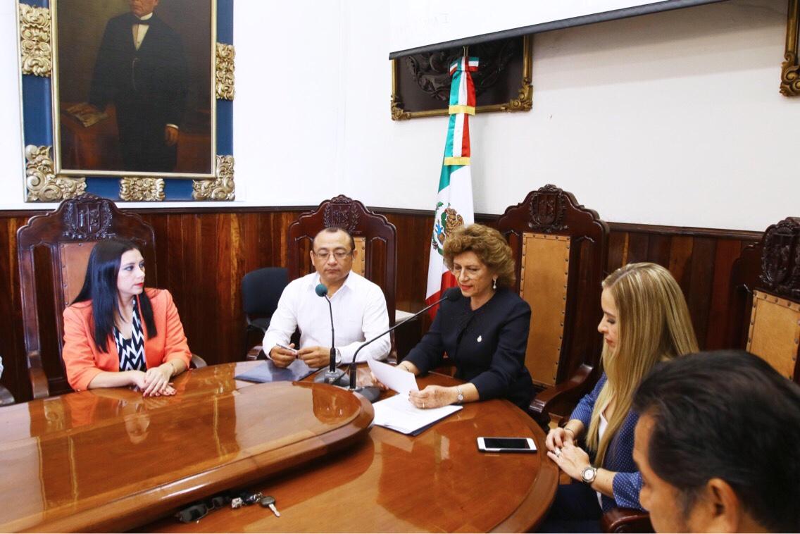 Homenaje de Ayuntamiento Mérida a lucha por derecho de mujeres