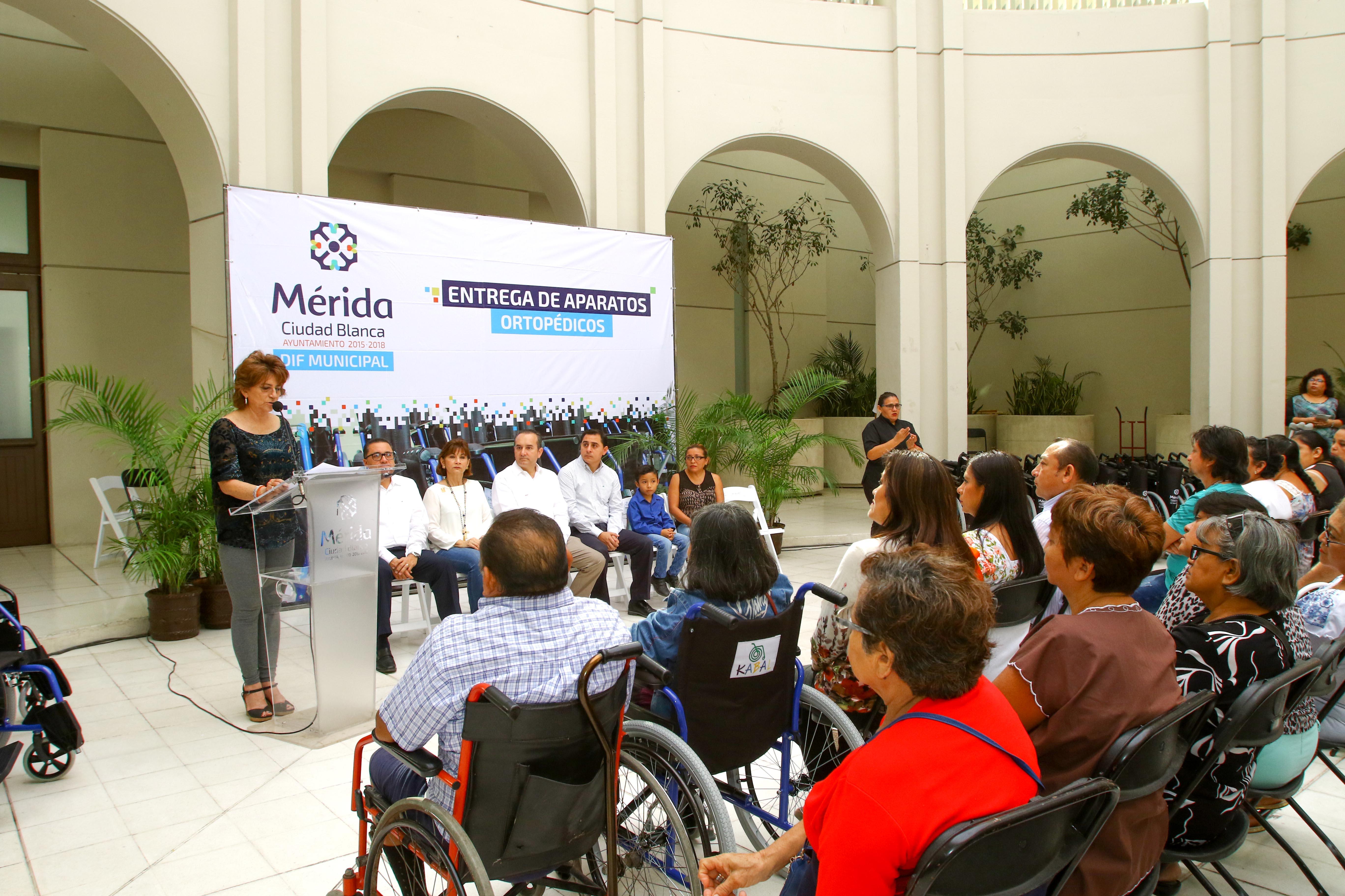 Entrega de aparatos ortopédicos alcanza a mil 400 familias en Mérida