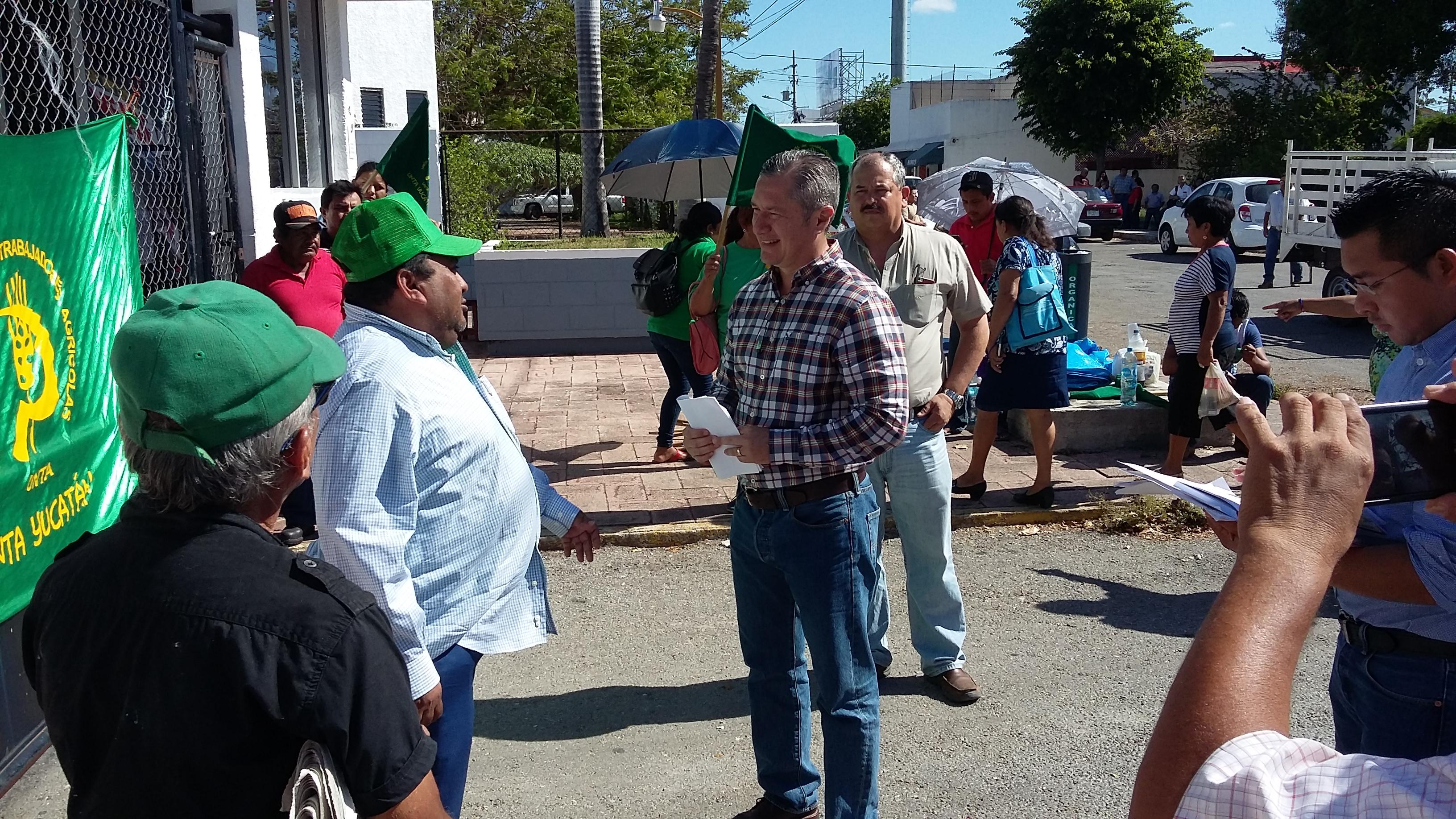 Campesinos temen que dinero de apoyos terminen en campañas electorales