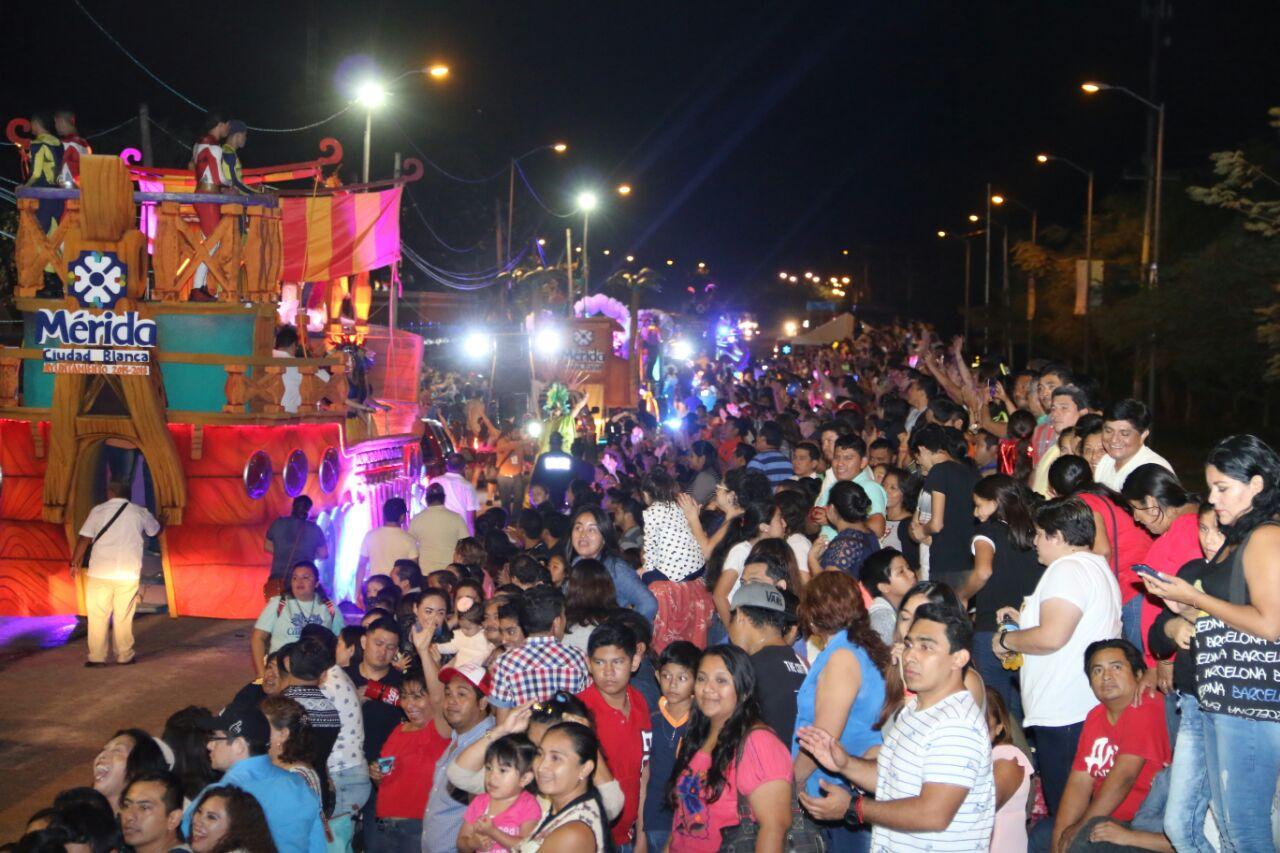 Luminoso Sábado de Fantasía en Plaza Carnaval Mérida