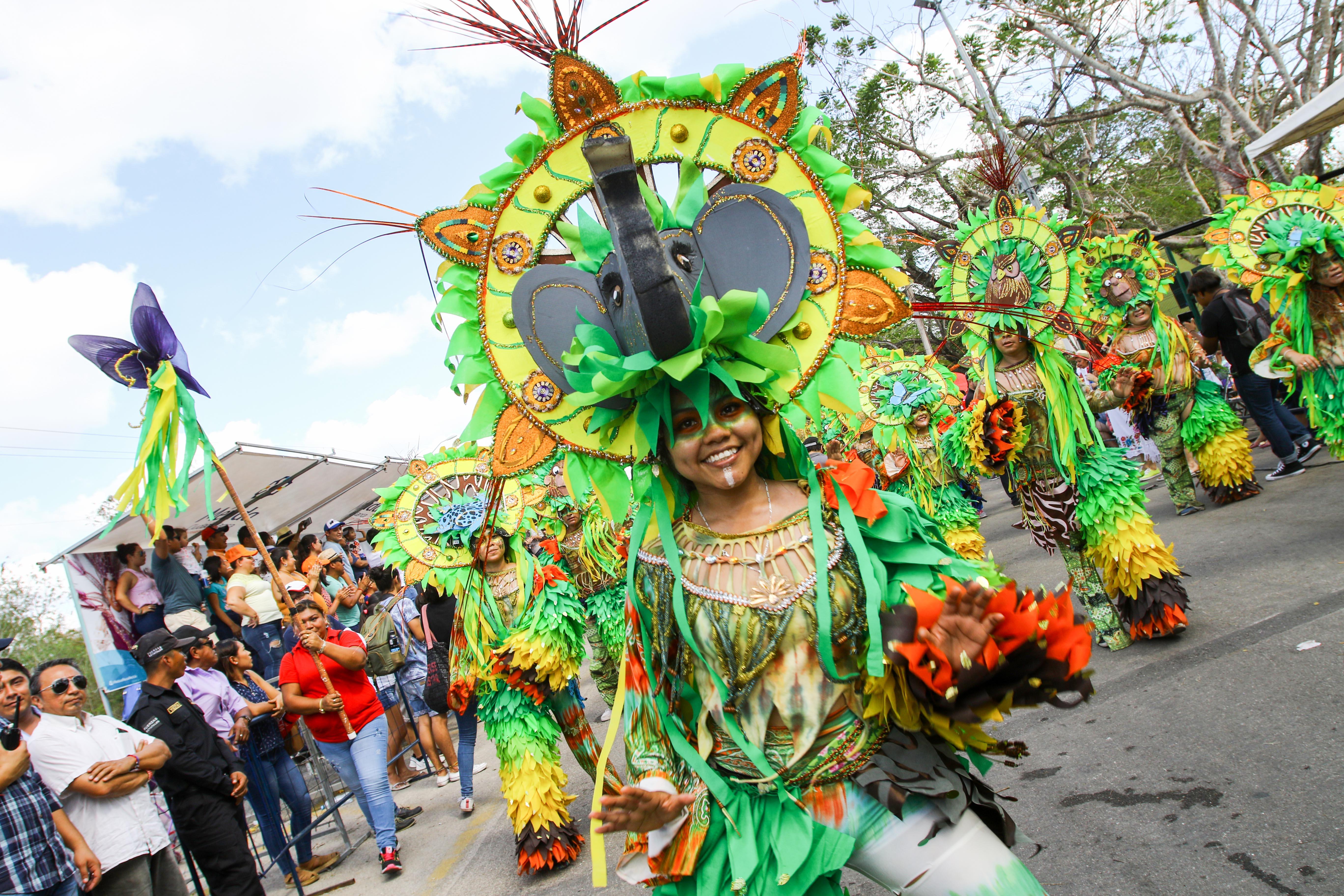 """Caluroso domingo de """"Bachata"""" en Plaza Carnaval"""