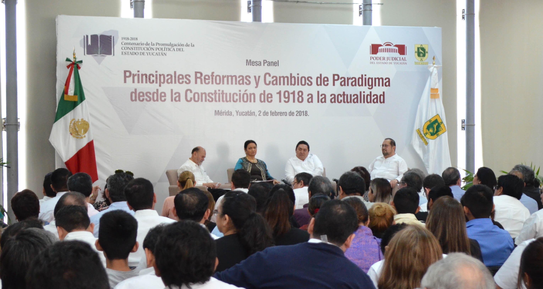 Disertan expertos sobre Constitución yucateca