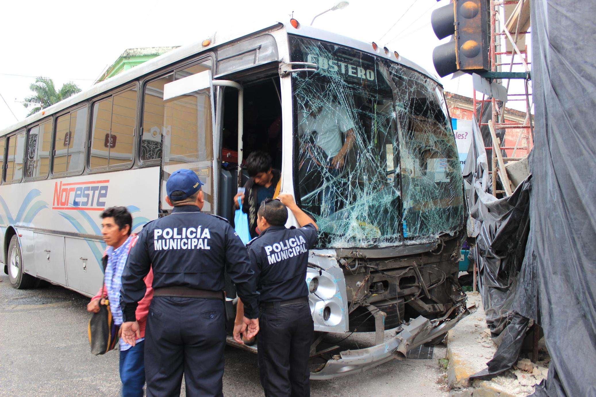 Esto fue lo que dejó el choque entre autobuses en Centro Histórico de Mérida