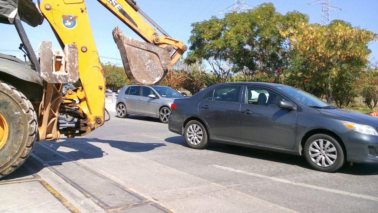Libran caos obras viales en puente hacia Progreso