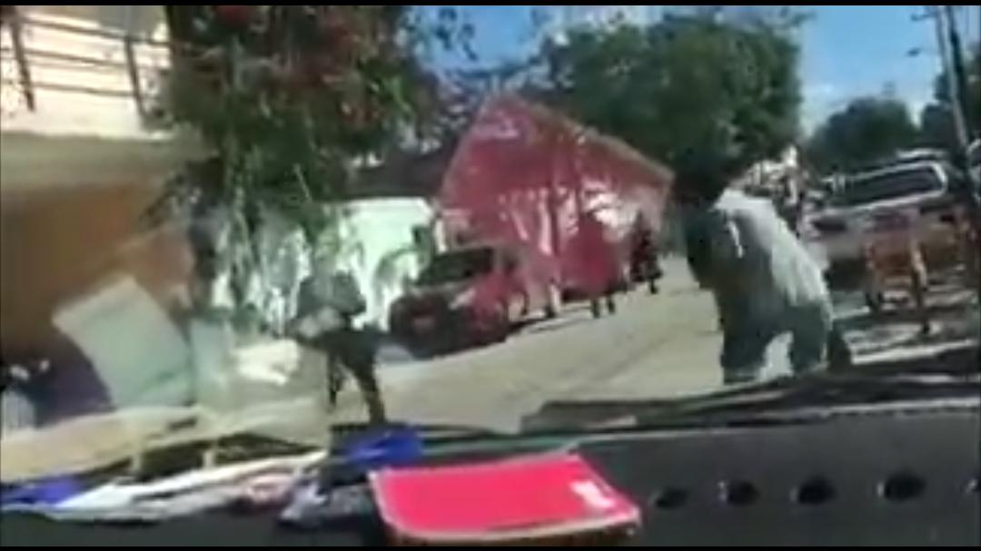 Mira cómo policías de Tulum enfrentan a un infractor (Vídeo)