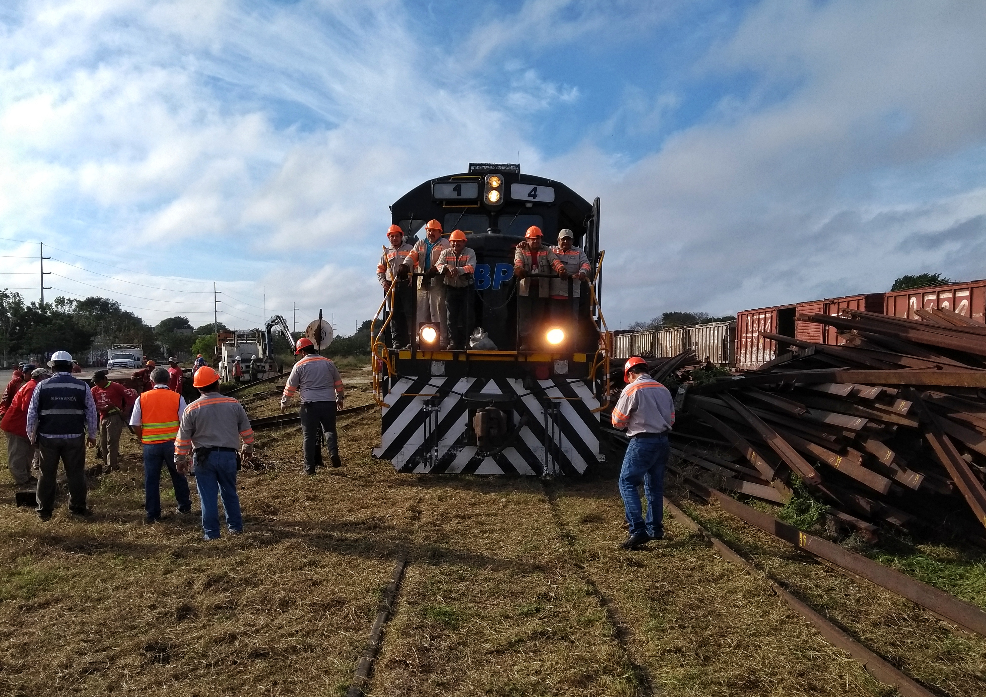 Se los llevó el tren: sacan vagones y chatarra de La Plancha, en Mérida (vídeo)
