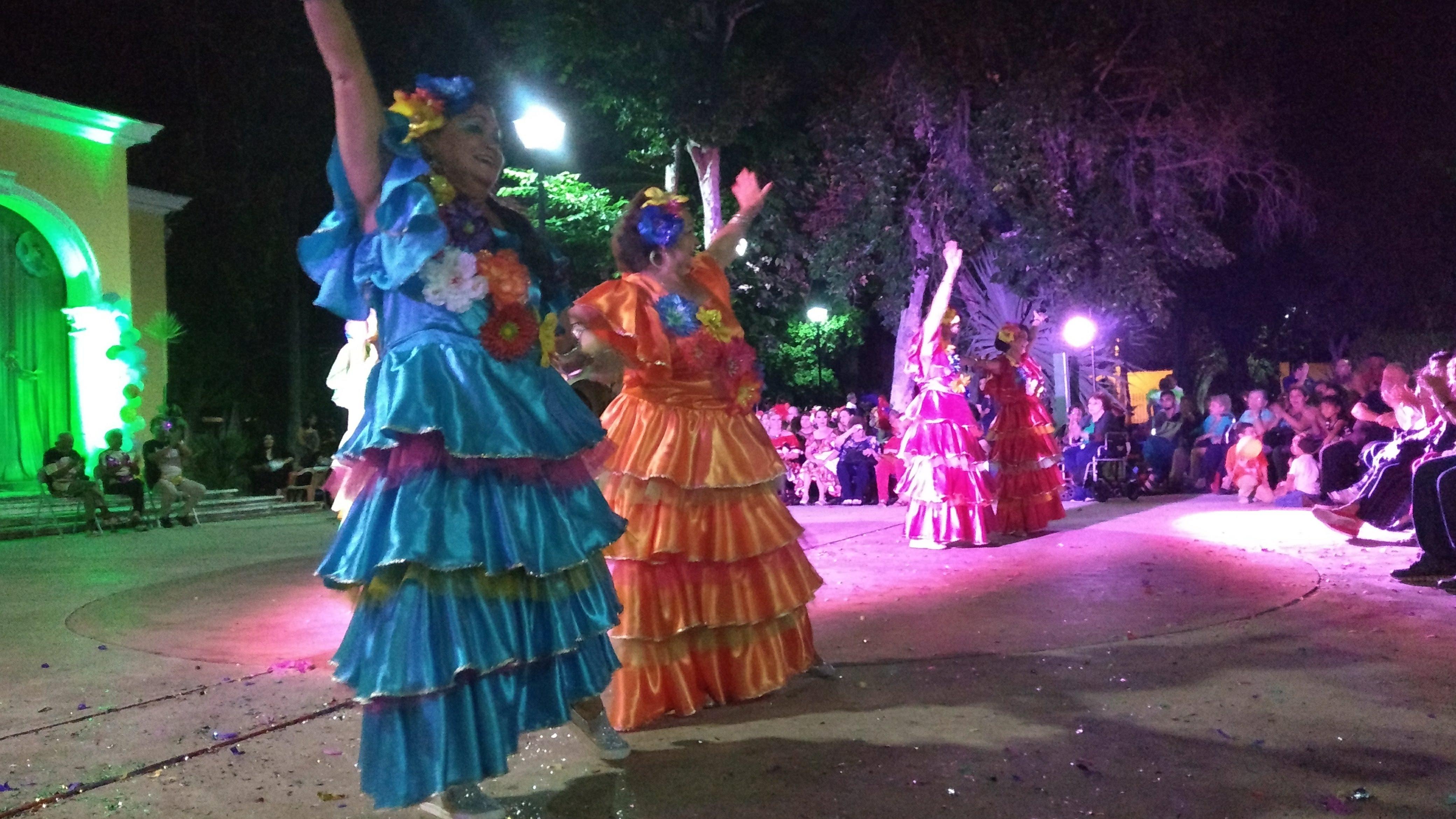 Cátedra de ritmo y alegría de adultos mayores en Carnaval de La Ibérica