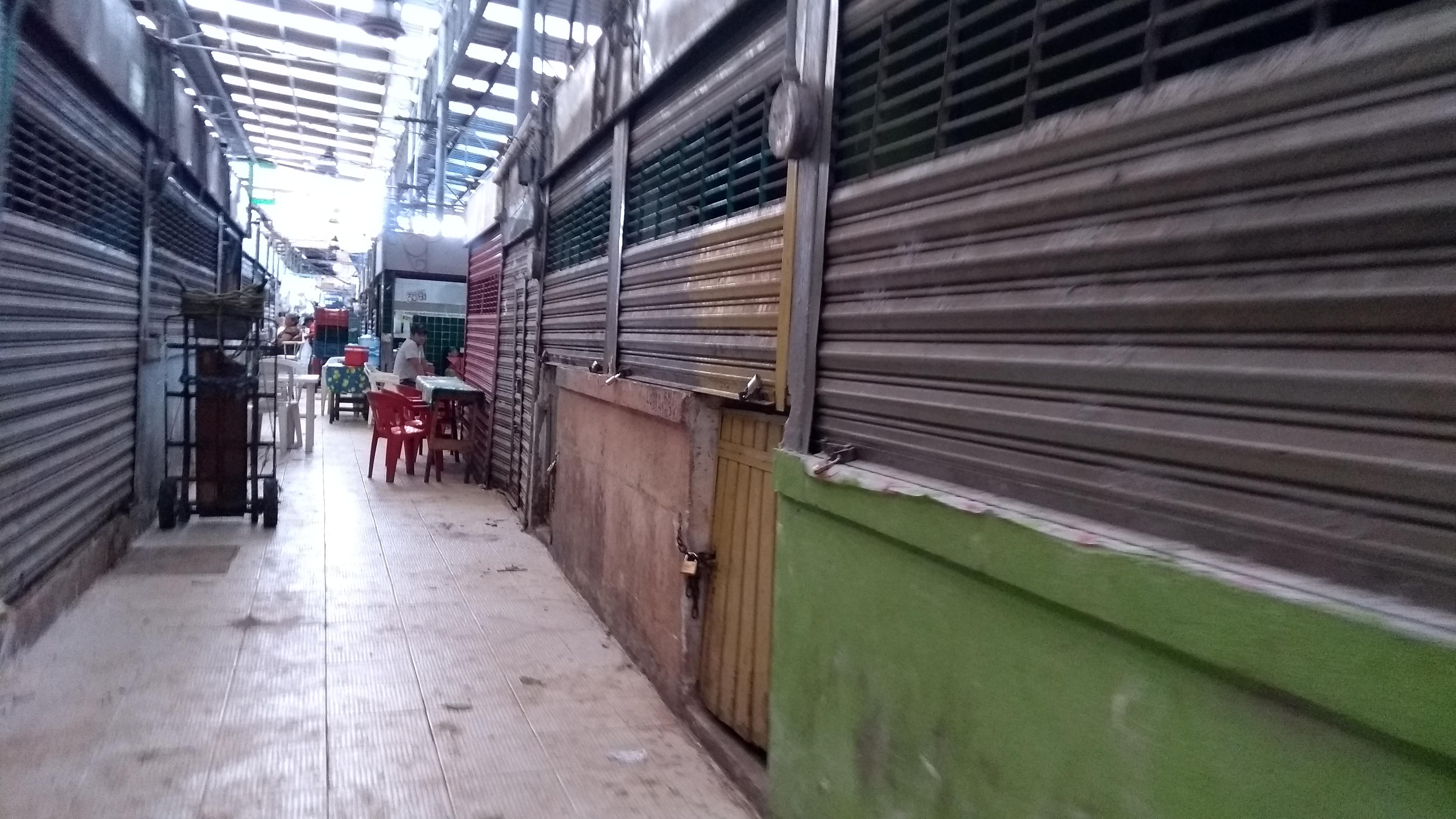 Mercados Lucas de Gálvez y San Benito,con 'marcaje'de Policía de Mérida