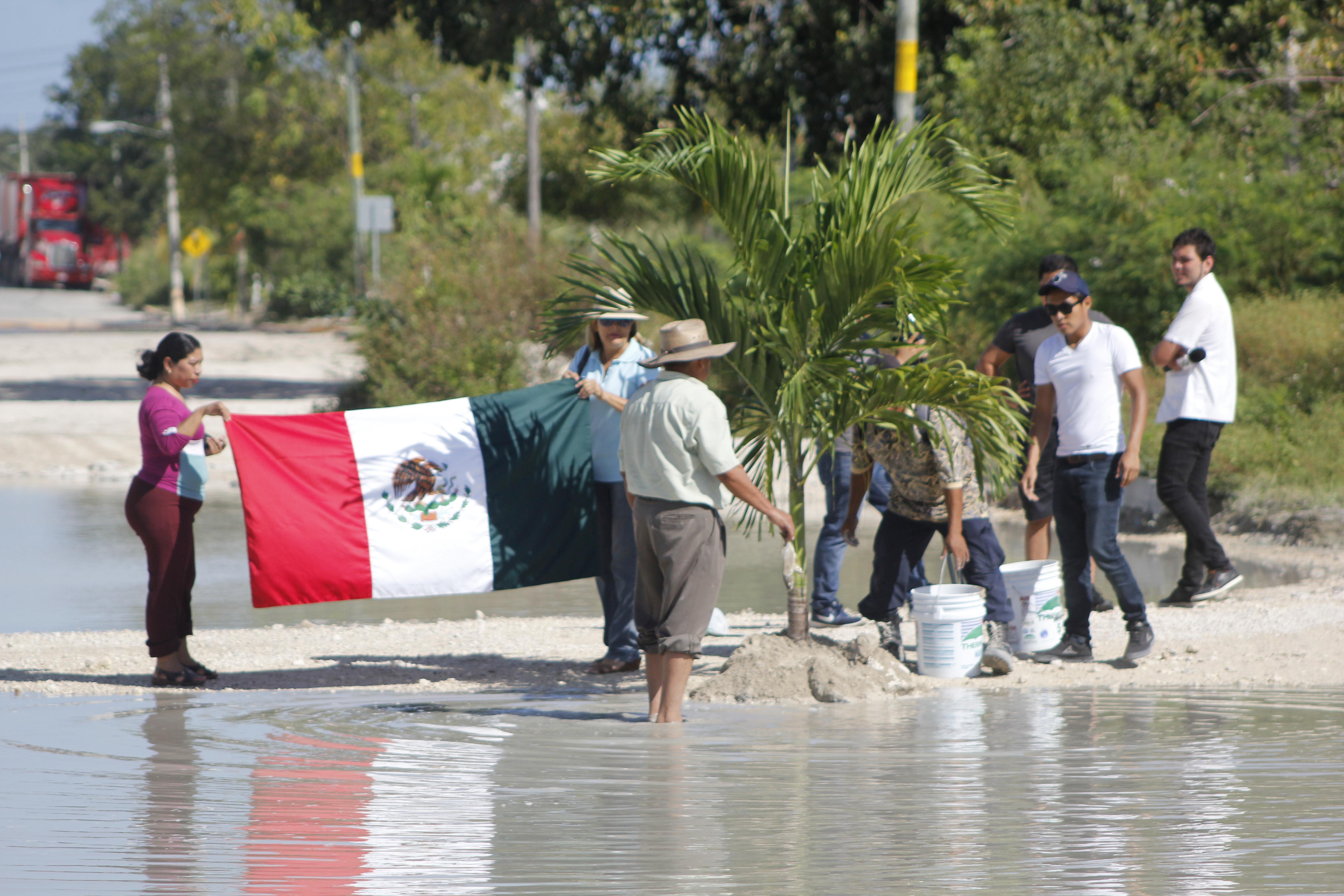 "Celebran a bache ""quinceañero"" en Cancún"