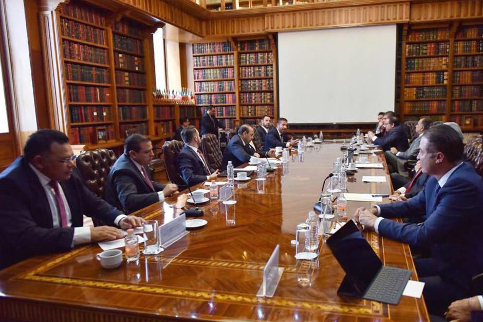 Gobernadores priistas se reúnen con secretario de educación