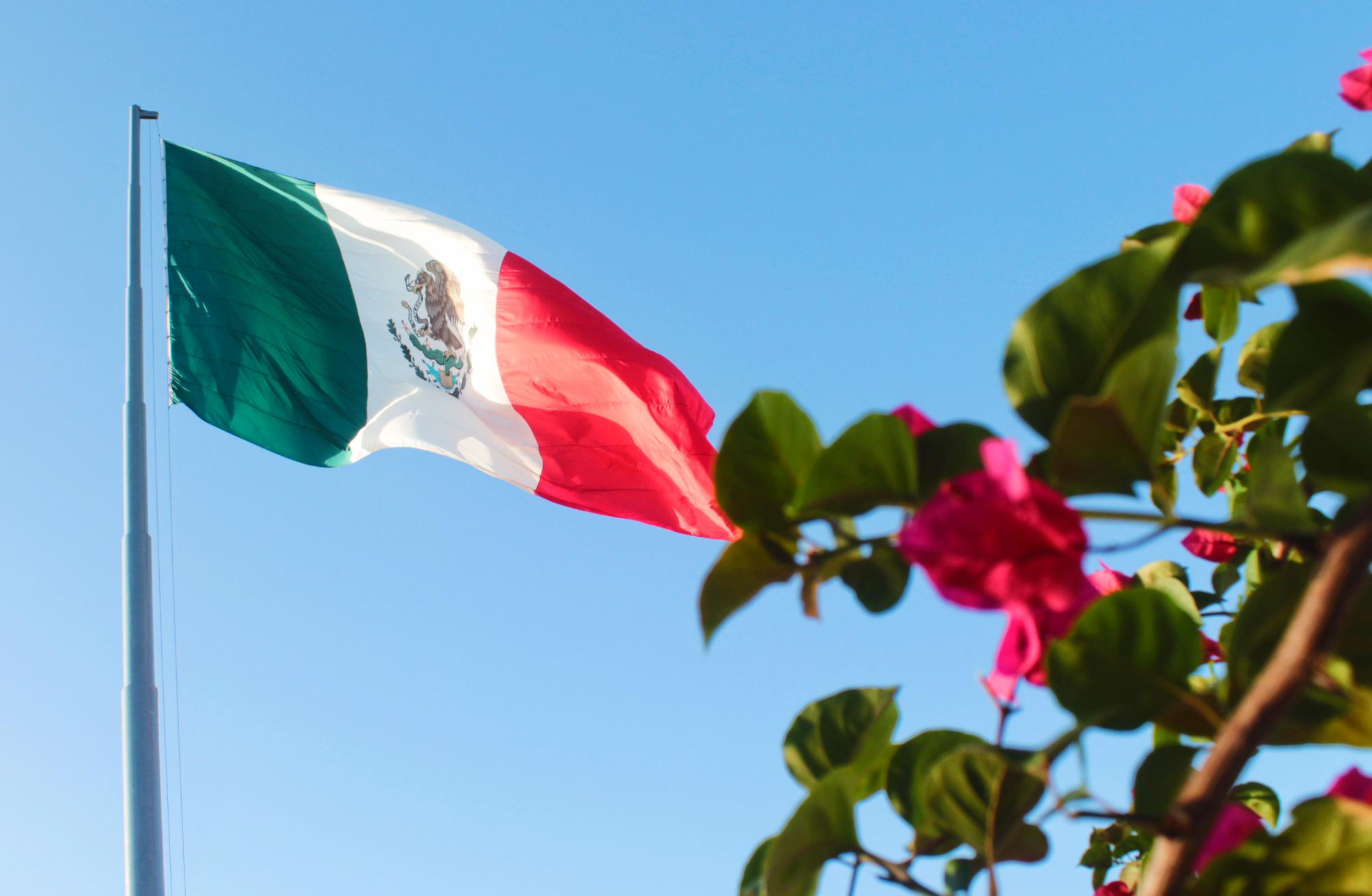 Bandera de cabeza: ¿Perdona Peña Nieto a los soldados que la izaron mal? (video)
