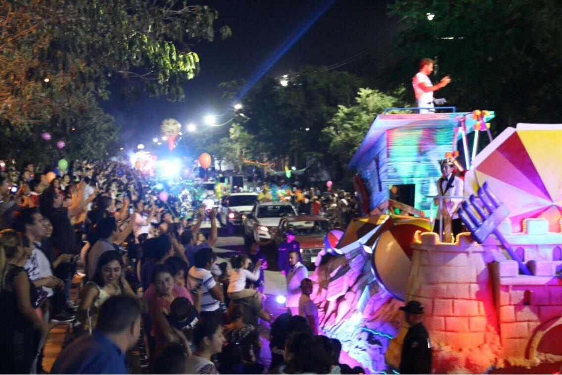 Colorido desfile de Corso en Plaza Carnaval