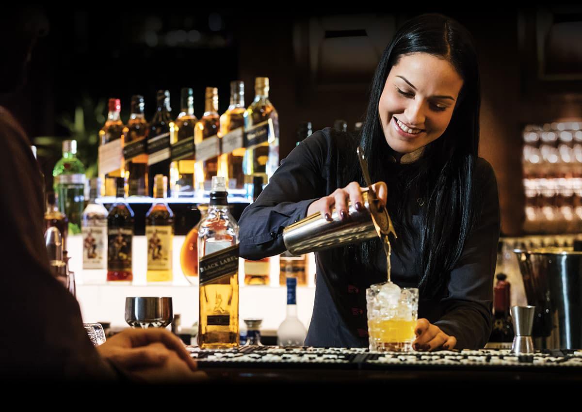 Crean <i>whiskey</i> 'con aroma de mujer': de Johnnie Walker a Jane Walker