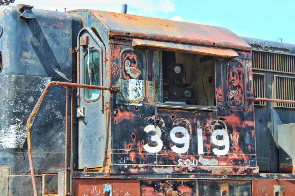 Una de las locomotoras más viejas del extinto tren de pasajeros en Mérida, Yucatán. (Foto: Eduardo Vargas/LECTORMX.com)