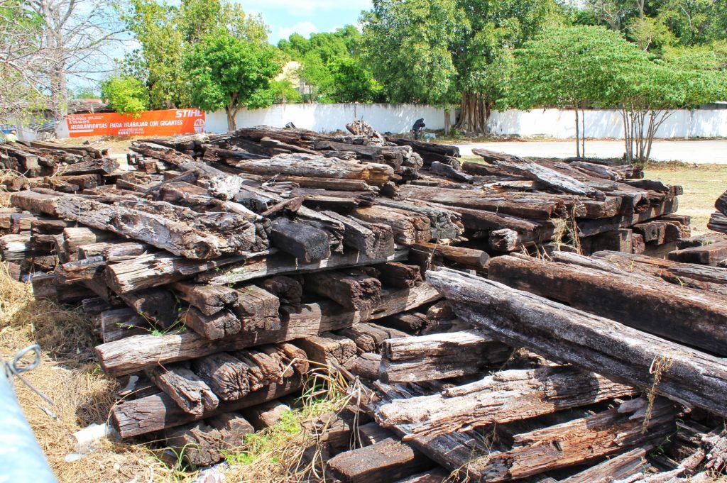 Decenas de durmientes permanecen en La Plancha, expatio de maniobras del ferrocarril de carga, en Mérida. (Foto: Eduardo Vargas/LECTOMX.com)