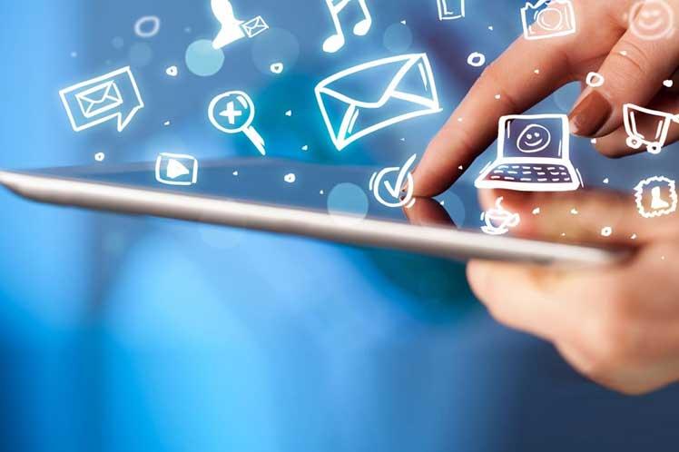 Usuarios de Internet crecieron 4.4 por ciento en el último año