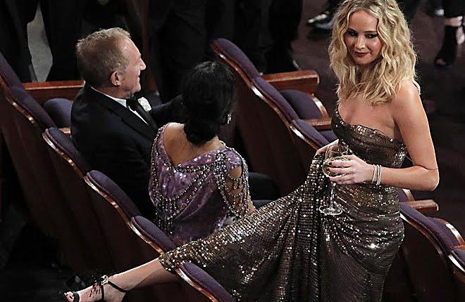 El extraño comportamiento de Jennifer Lawrence en los Oscar