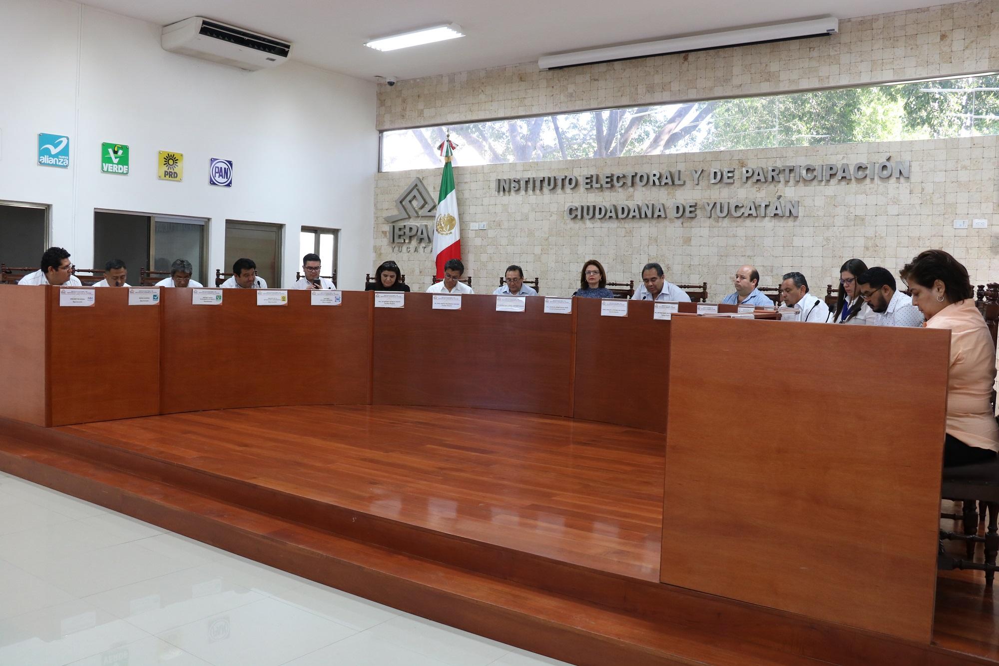 Falta en Yucatán dinero para campañas de tres partidos