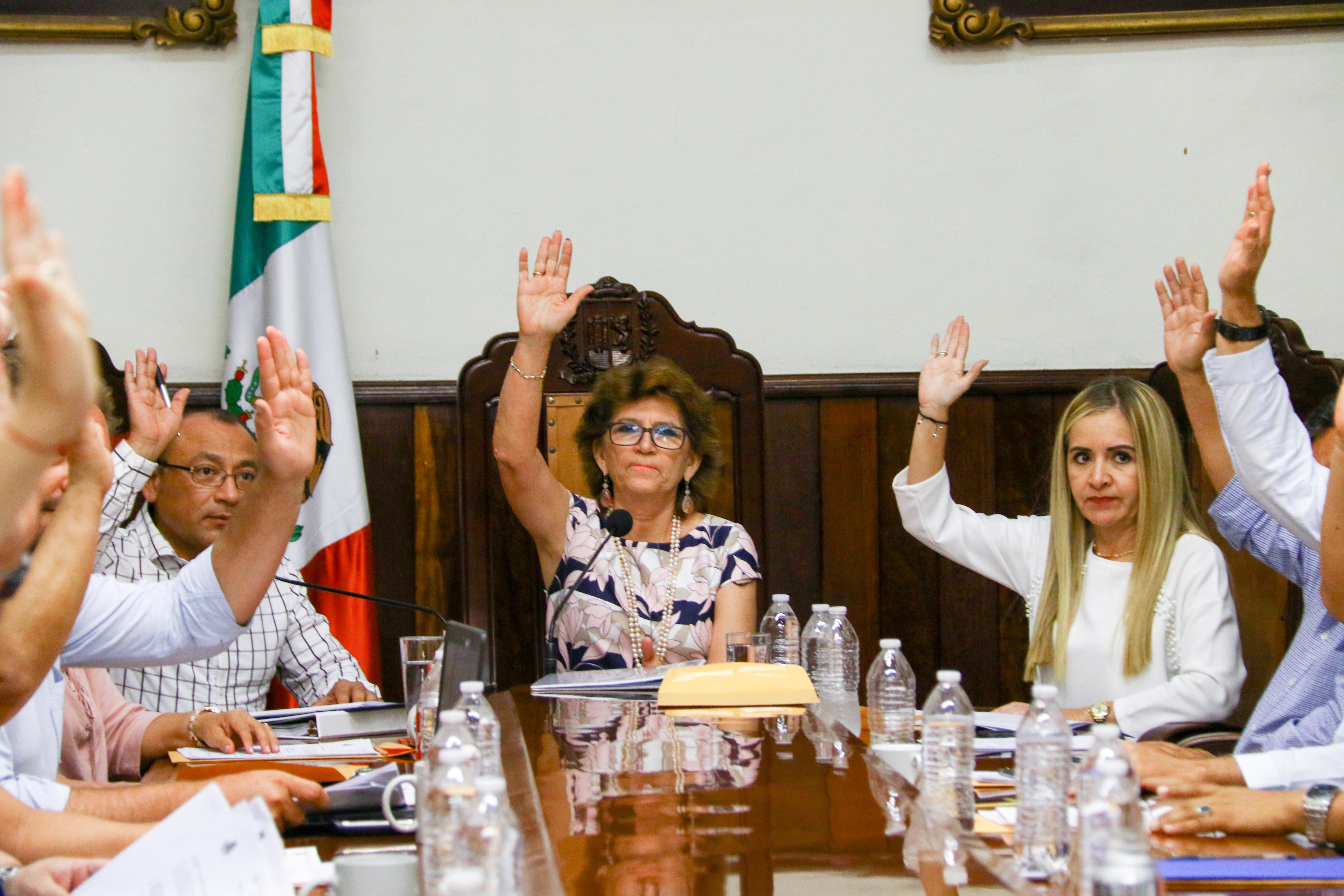 Cabildo aprueba nuevos nombramiento de directores y regidores