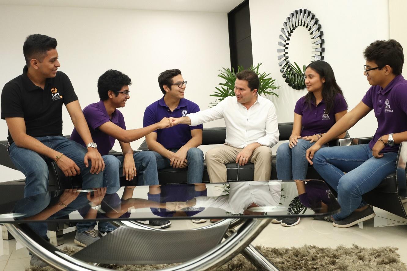 Destacados estudiantes presentan a Sahuí un proyecto