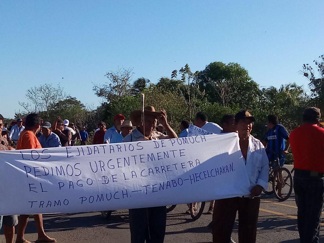 Ejidatarios de Pomuch protestan en carretera Campeche-Mérida