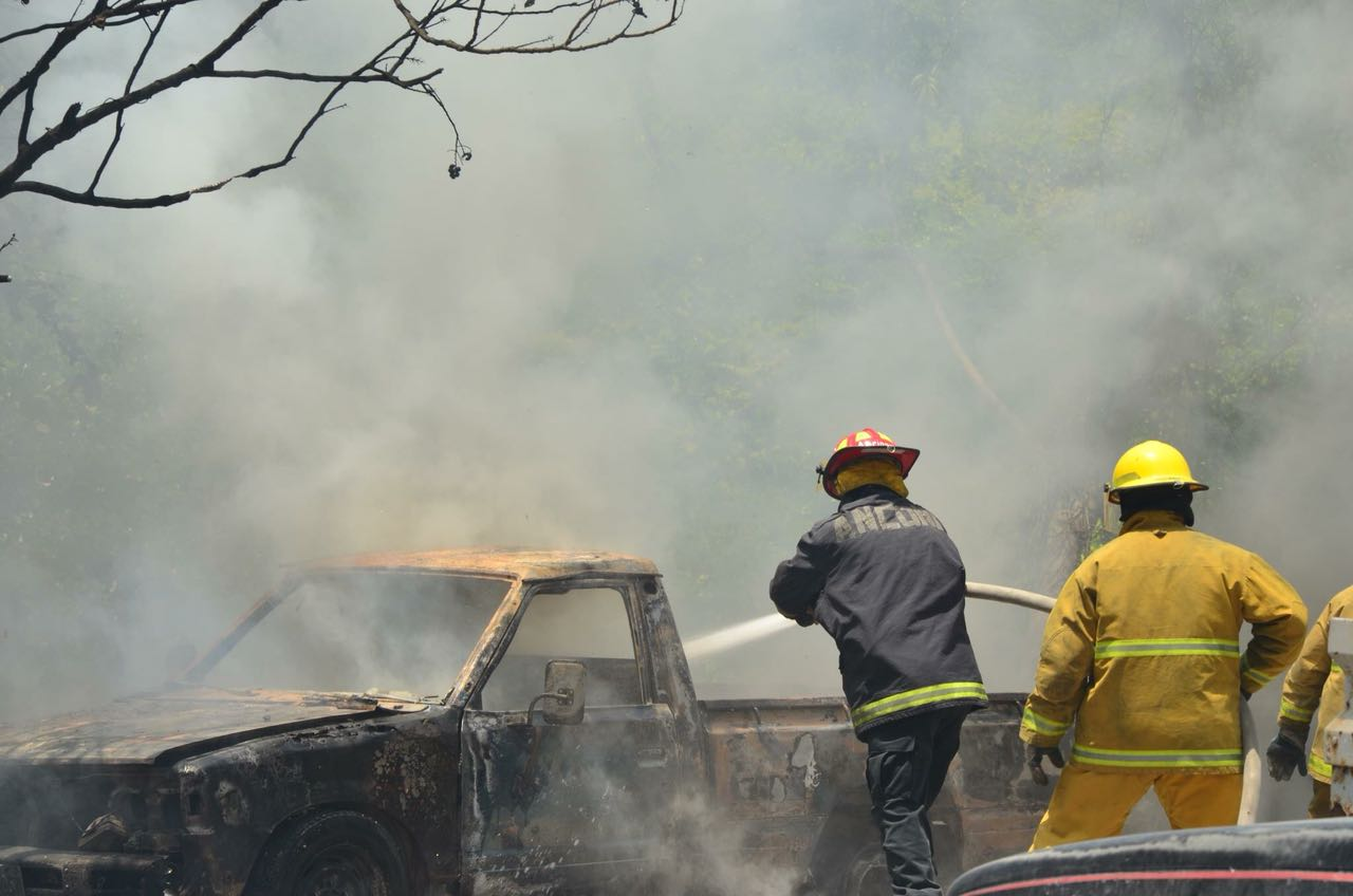 Suben llamadas a bomberos por incendios en Campeche