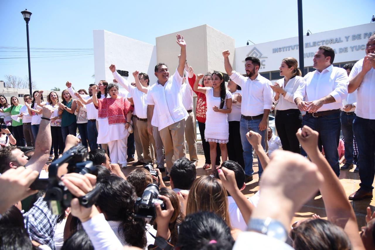 Registro de Víctor Caballero Durán y su planilla por Mérida