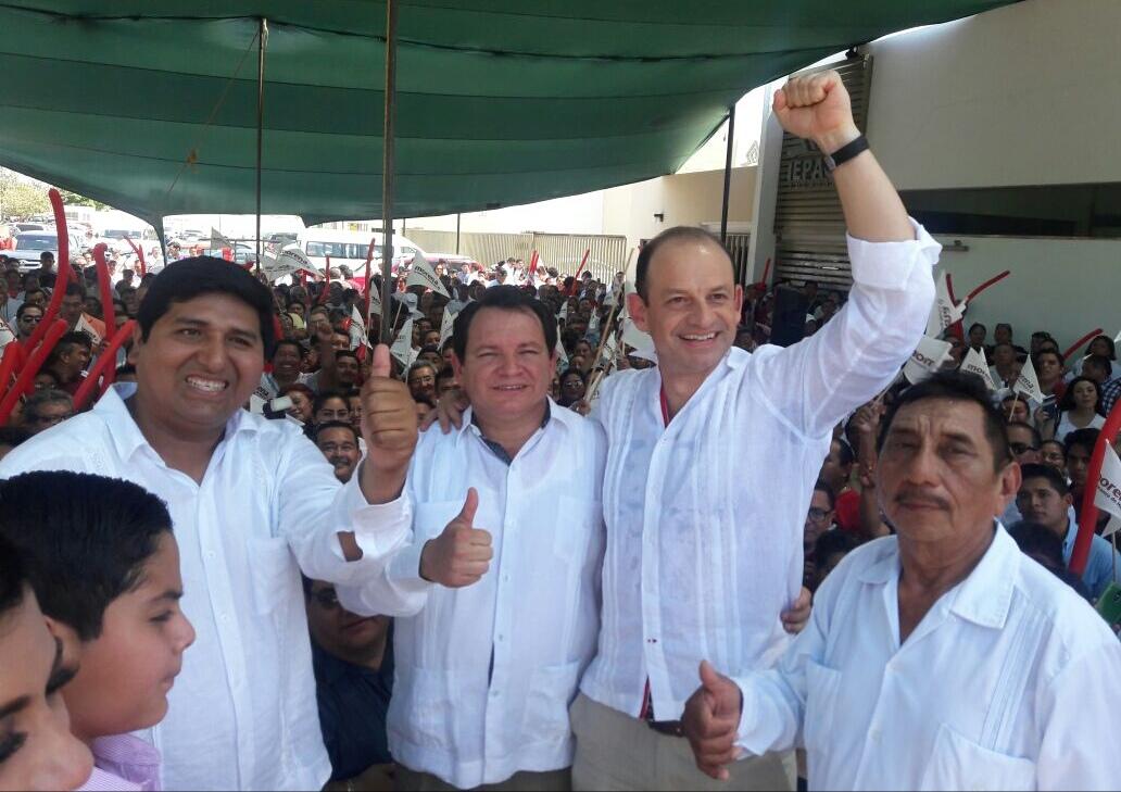 Gobierno que no es de izquierda ni de derecha.- Díaz Mena