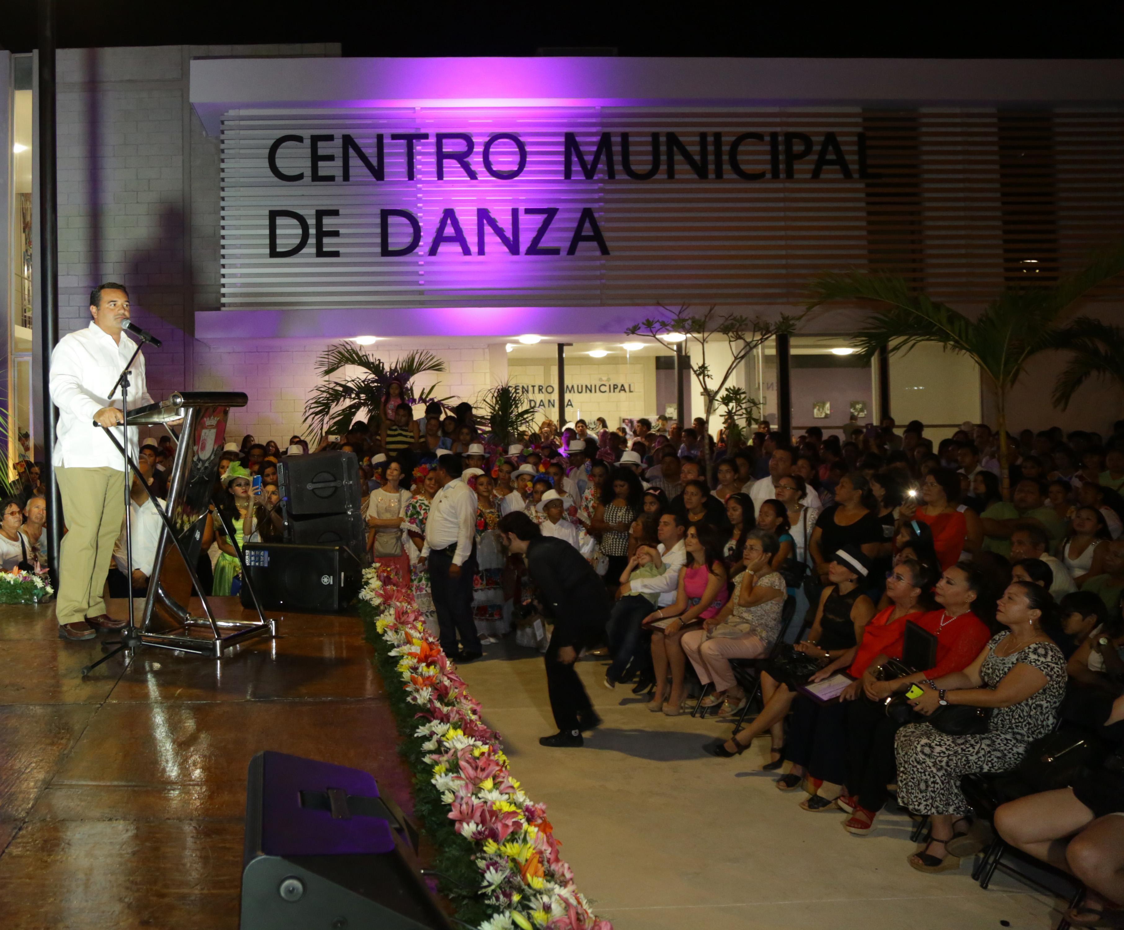 """""""La cultura es clave en el desarrollo de una sociedad"""", Renán Barrera"""