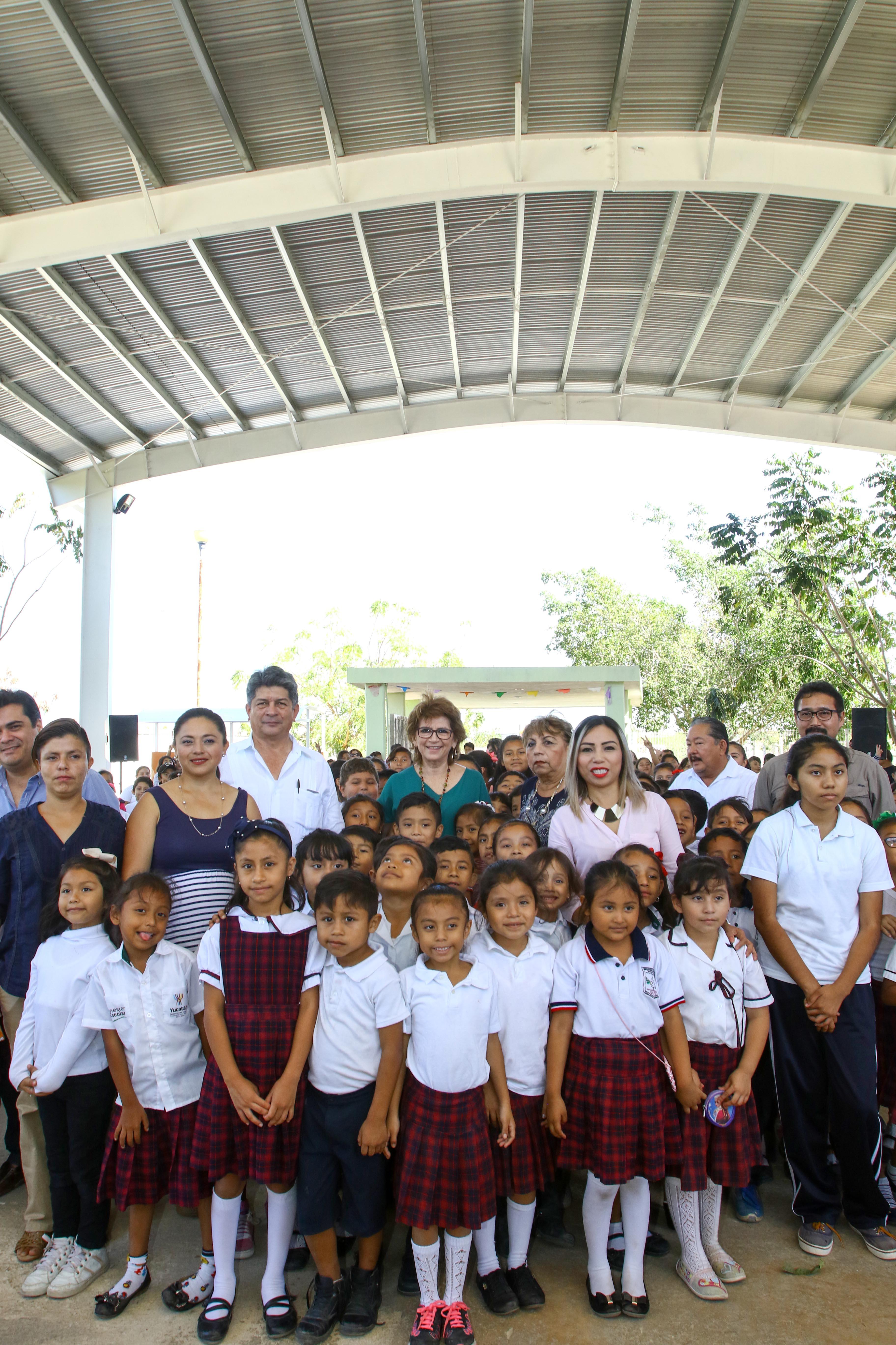 Techo para 400 alumnos de primaria en fraccionamiento Santa Cruz Palomeque
