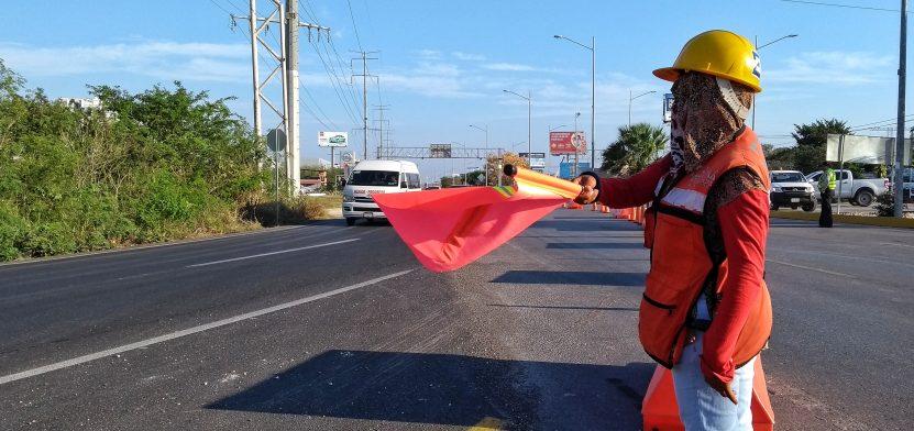 Este 10 de marzo se cerró la carretera Mérida-Progreso, bajo el puente del periférico, en la capital yucateca. (Foto: Eduardo Vargas/LECTORMX.com)