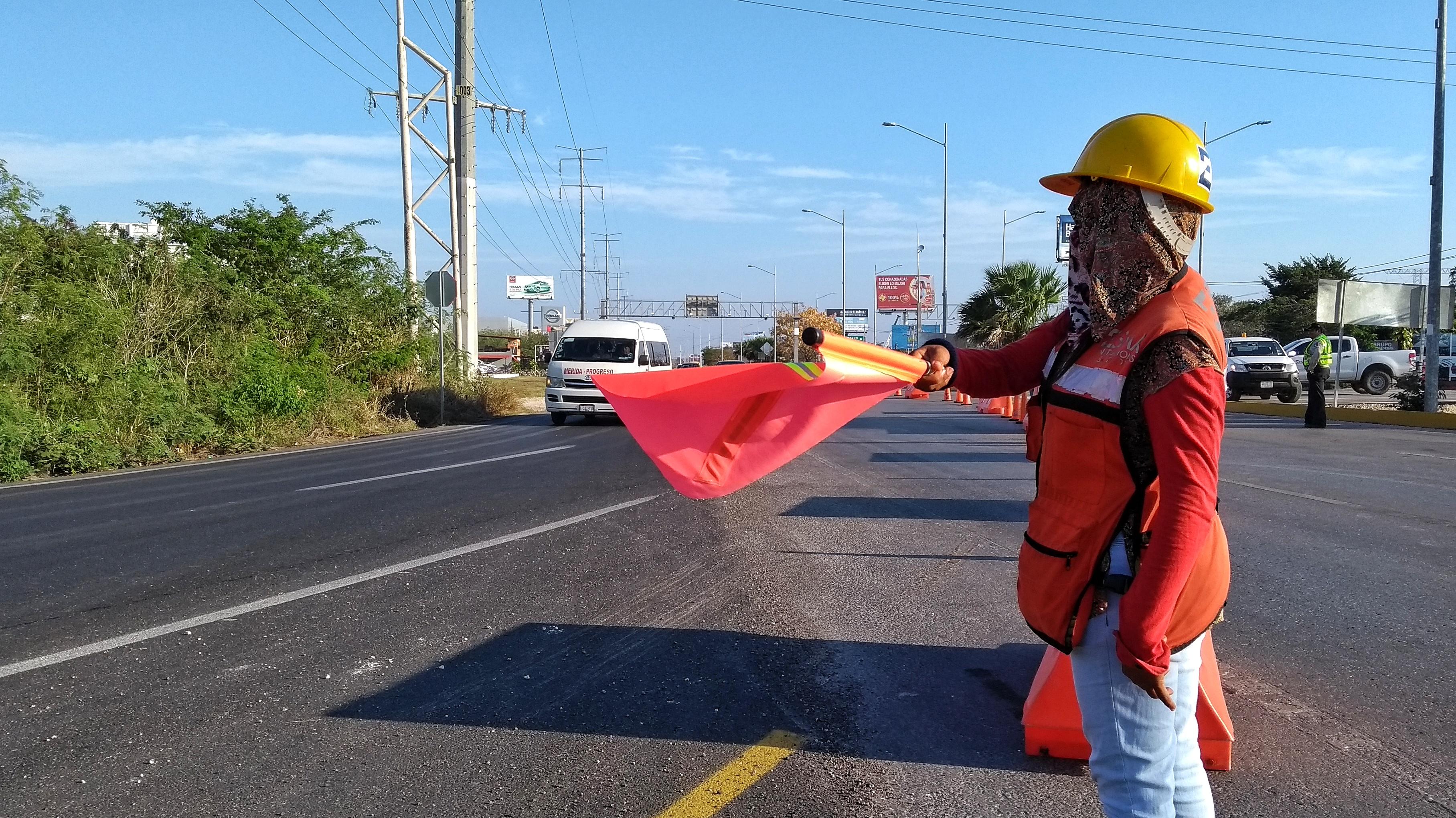 Cierran tránsito en todos los carriles del periférico del puente de salida a Progreso
