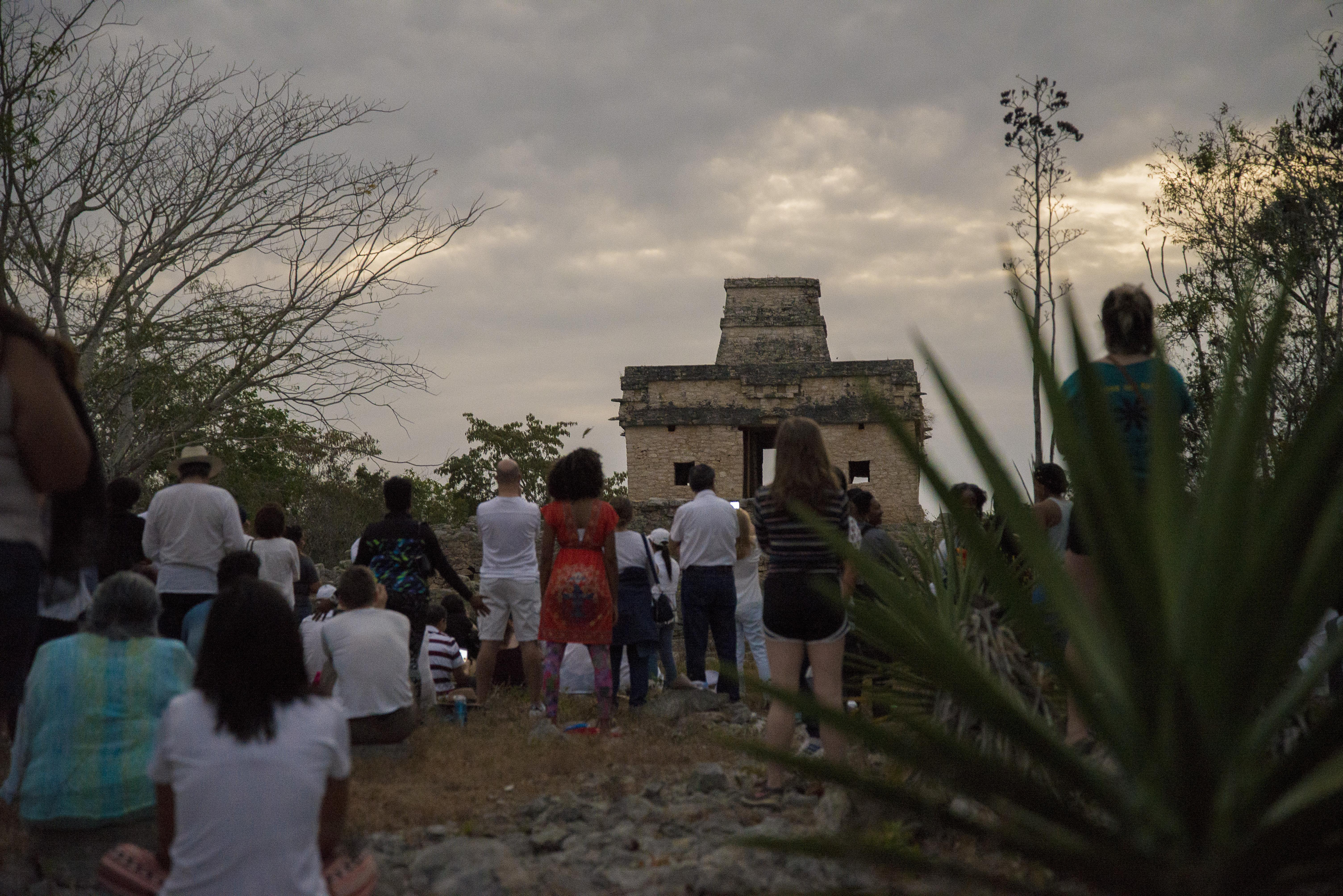 Nublado frustra fenómeno solar en zona arqueológica Dzibilchaltún