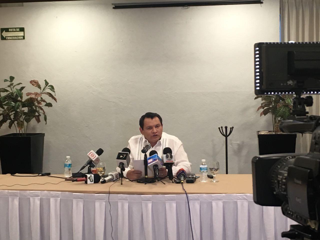 'Huacho' Díaz Mena renuncia al PAN de Yucatán, y se va a Morena