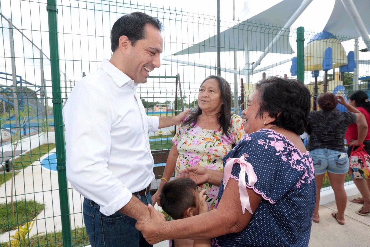 """""""Las mujeres tienen la voluntad de mejorar a Yucatán"""": Vila Dosal"""