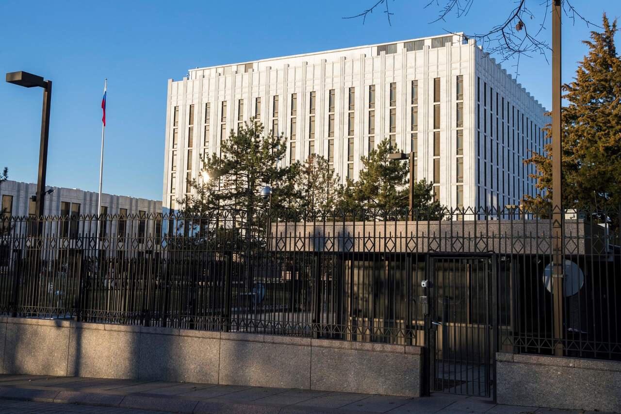 EU y 14 países europeos expulsan a diplomáticos rusos