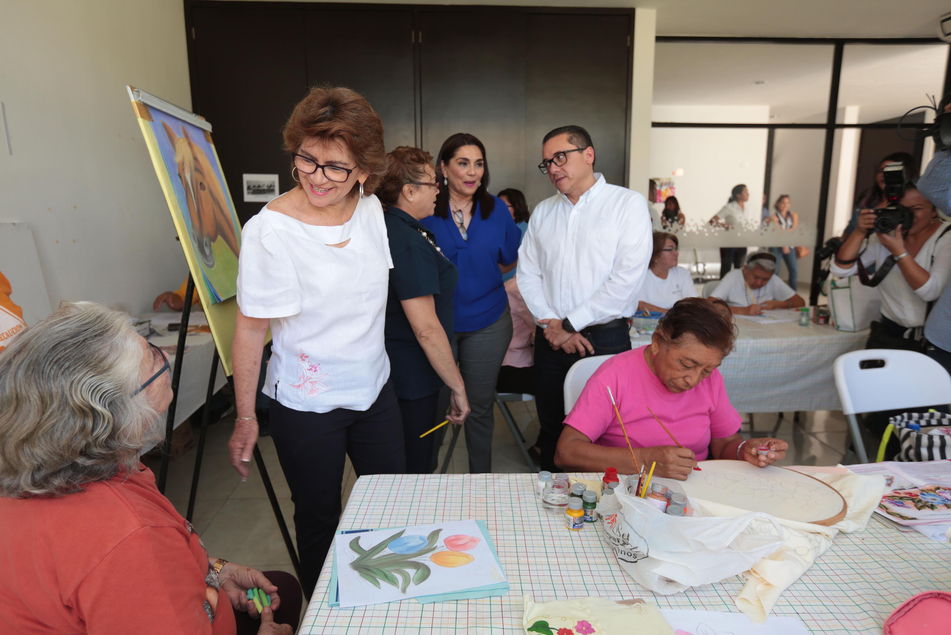 Entrega Ayuntamiento donativos al albergue Reina de la Paz y a Institución Asistencia, A.C.